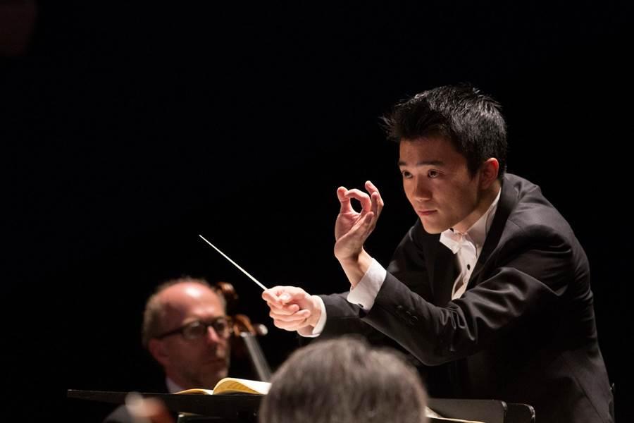 貝桑頌國際青年指揮大賽首獎得主吳曜宇,7月起擔任台北愛樂青年管弦樂團音樂總監,首場演出為貝多芬第九號交響曲。(台北愛樂文教基金會提供)