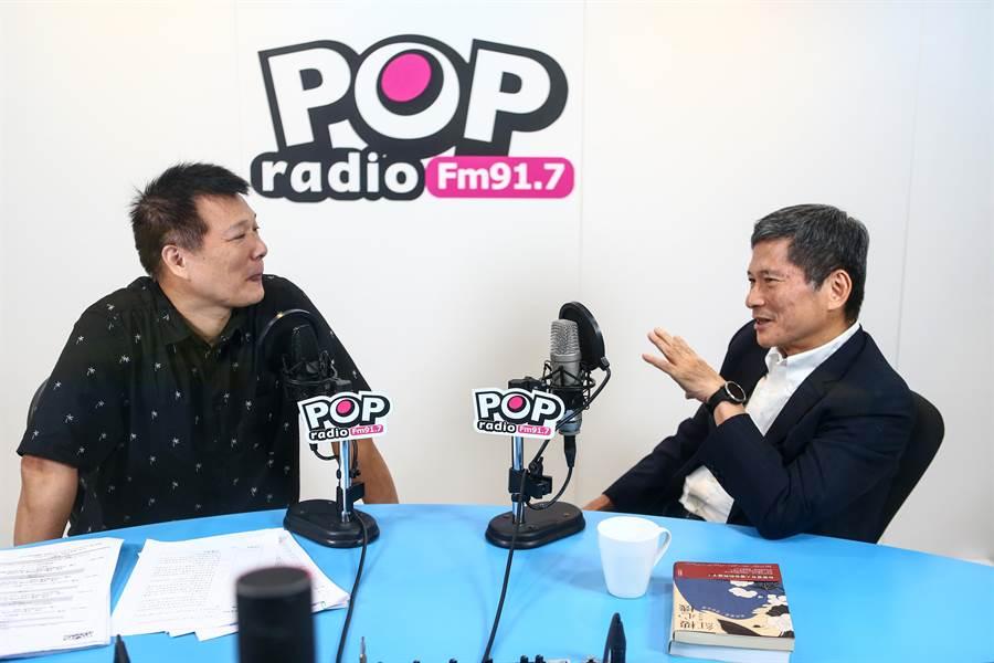 文化部長李永得今(30)日受電台主持人蔡詩萍專訪,分享上任以來對藝文界的經營想法。(鄧博仁攝)