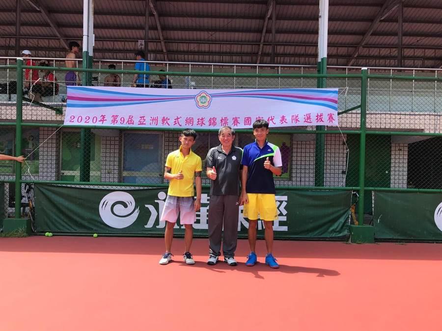 台南市男雙好手余凱文(右一)、林韋傑(左一)入選第9屆亞洲軟式網球錦標賽國家代表隊。(台南市體育處提供/李宜杰台南傳真)