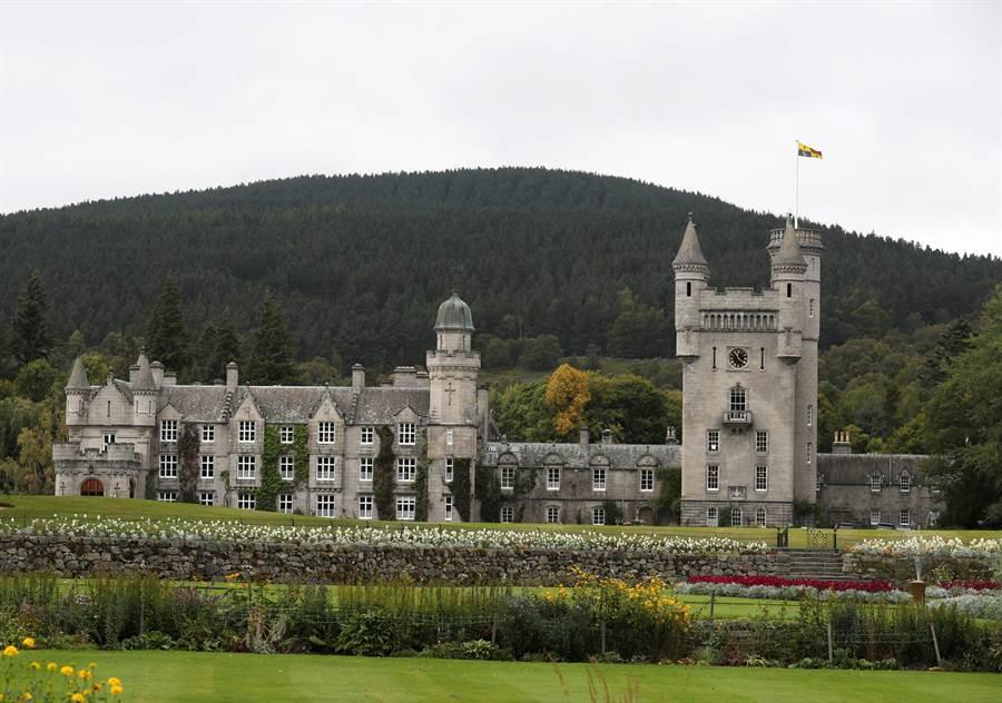 蘇格蘭的巴摩拉城堡是英國王室的行館。(圖/美聯社)