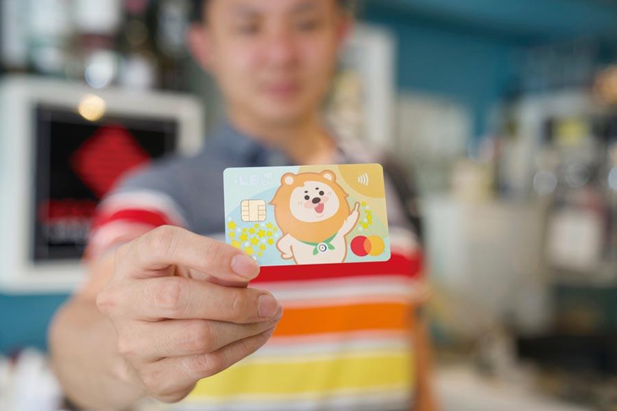 振興券選一銀卡,最優享35.3%回饋。 圖/第一銀行提供