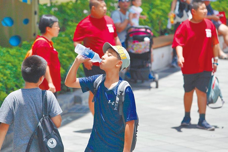 熱爆!昨天台北市測站測到38.9度,創下124年最高溫。(本報資料照片)
