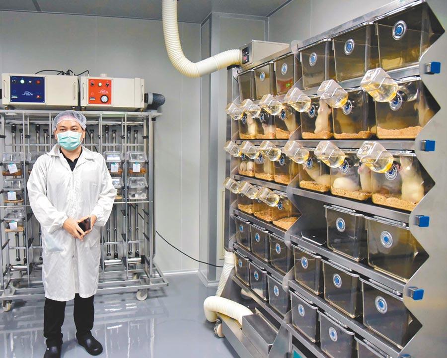 屏科大設立「多功能正負壓動物房」讓實驗動物的環境更完善,保障實驗者、實驗動物以及環境安全。(潘建志攝)