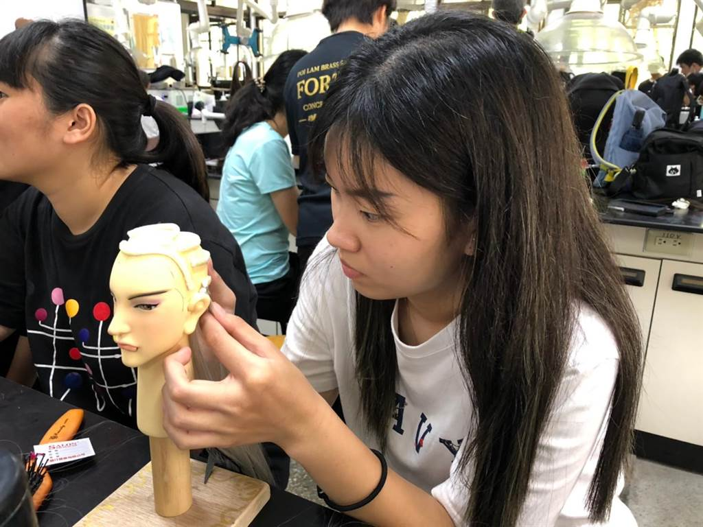 本學期的8堂課裡,學生從人物設定到製作戲偶,細節上都頗用心。(主辦單位提供)