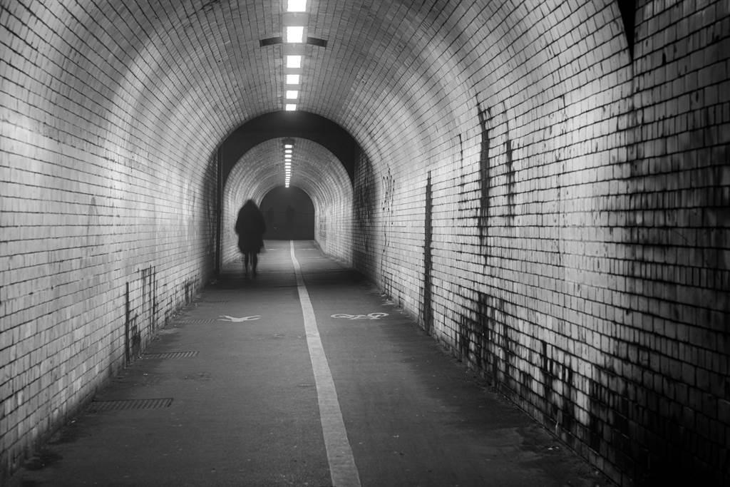 辛亥隧道遇詭異長髮女騎單車 他一看正面嚇瘋(示意圖/達志影像)