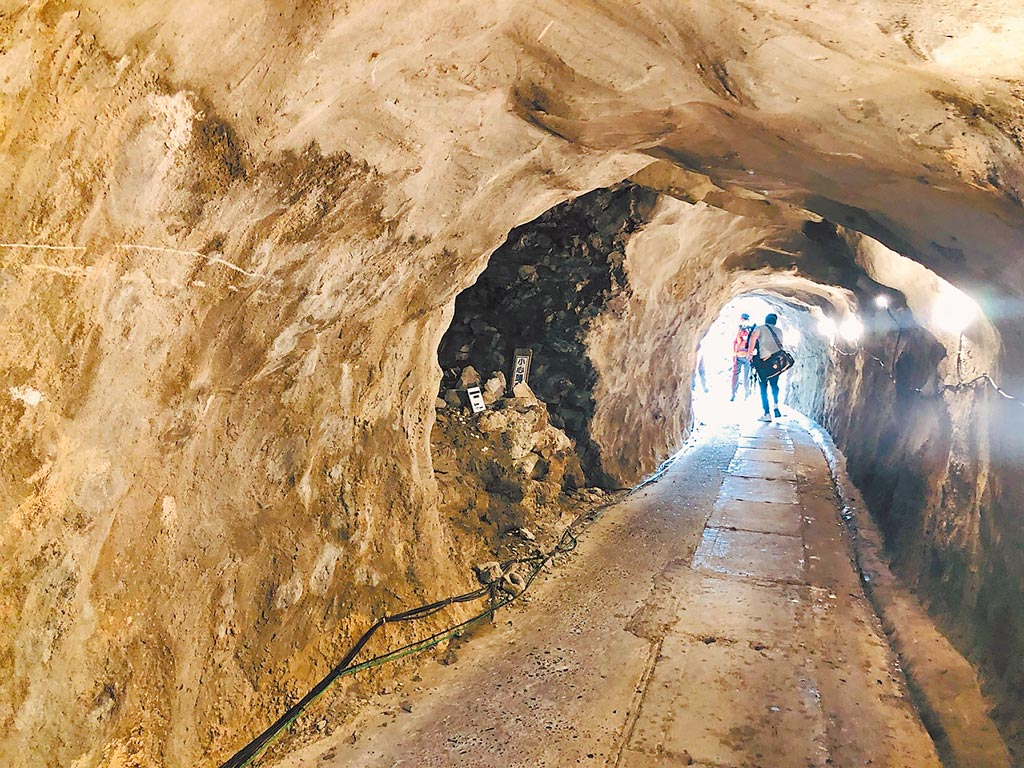 基隆嶼上有日治時期所人開鑿的隧道,主要是為便利貫穿島嶼的東南向及西南向。(吳康瑋攝)