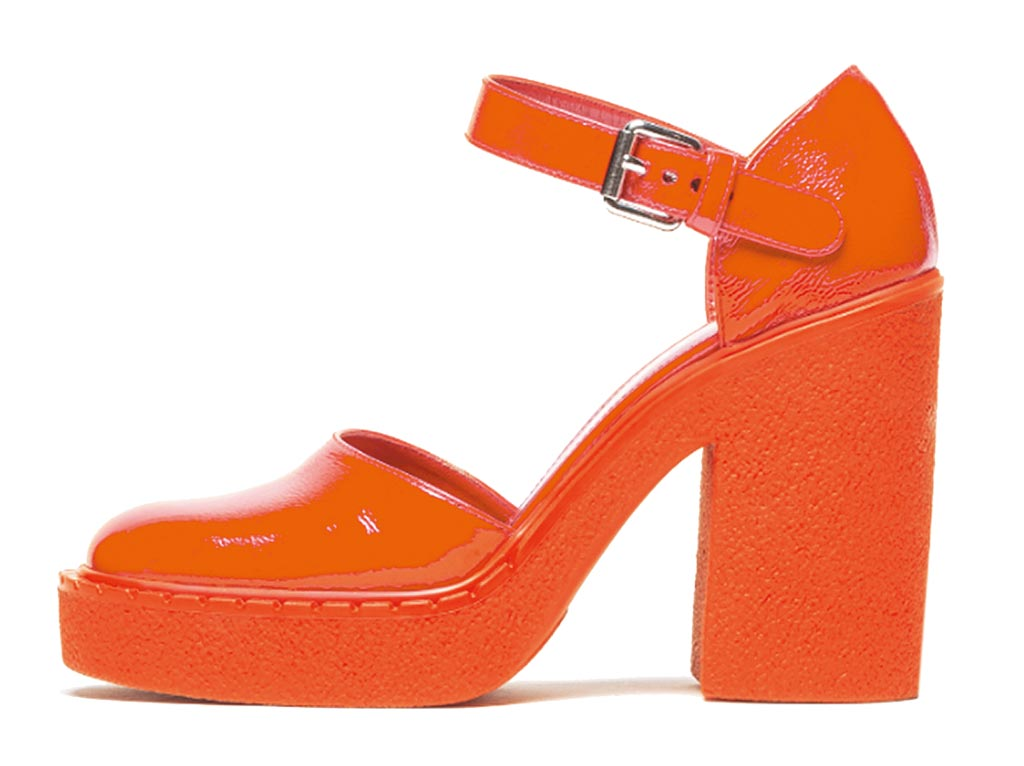 PRADA早秋新款紅色高跟鞋,價格未定。(PRADA提供)
