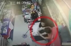 男持刀搶超市 慘被店員用啤酒瓶10秒爆頭9次 網大樂:正能量!