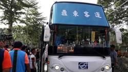 等了30年 海端鄉加拿村終於有 公車駛入