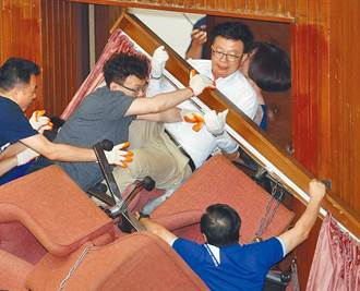 藍委占立院議場 文化局將調查損毀程度