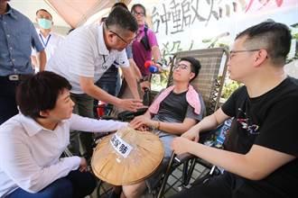 抗議中火絕食48小時 羅廷瑋接近熱衰竭強制送醫