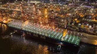 獨家》全球最大2.4萬箱貨櫃船 本月彎靠高雄港