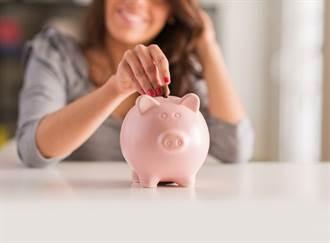卡神一席話撼動30歲月光族!月薪3萬也能月領2萬退休金
