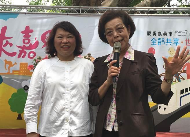 嘉義市長黃敏惠(左) 、監察院長張博雅大讚嘉義市升格好。(廖素慧攝)