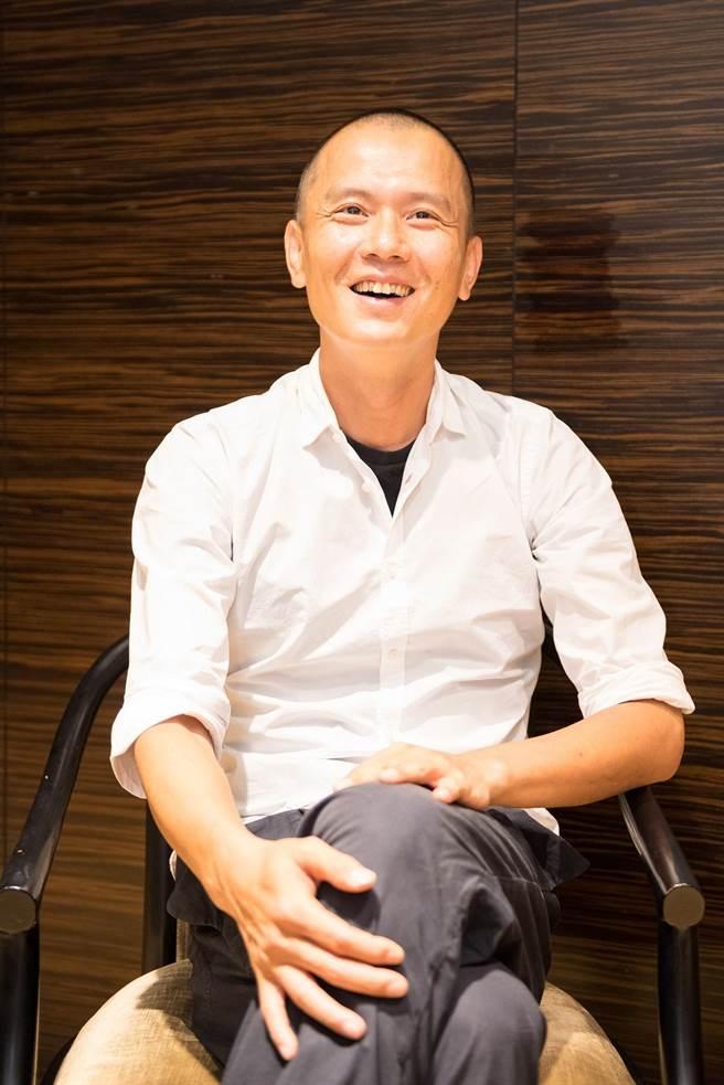 雲門舞集藝術總監鄭宗龍(見圖),上任大半年來,挑戰舞者極限,在新作《定光》裡,安排舞者又唱又跳,以及模仿蟲鳴、鳥叫和下雨聲。(國家兩廳院提供)
