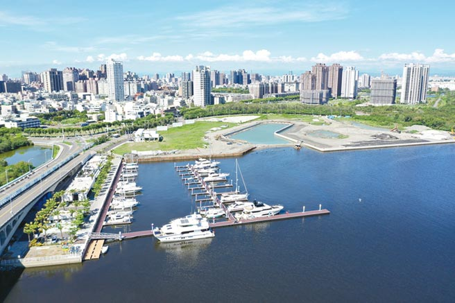 亞果安平遊艇城鳥瞰圖,其中遊艇碼頭已部分完工使用,其他包含度假村、飯店及主題商場等正逐步規劃中。圖/林昭廷提供