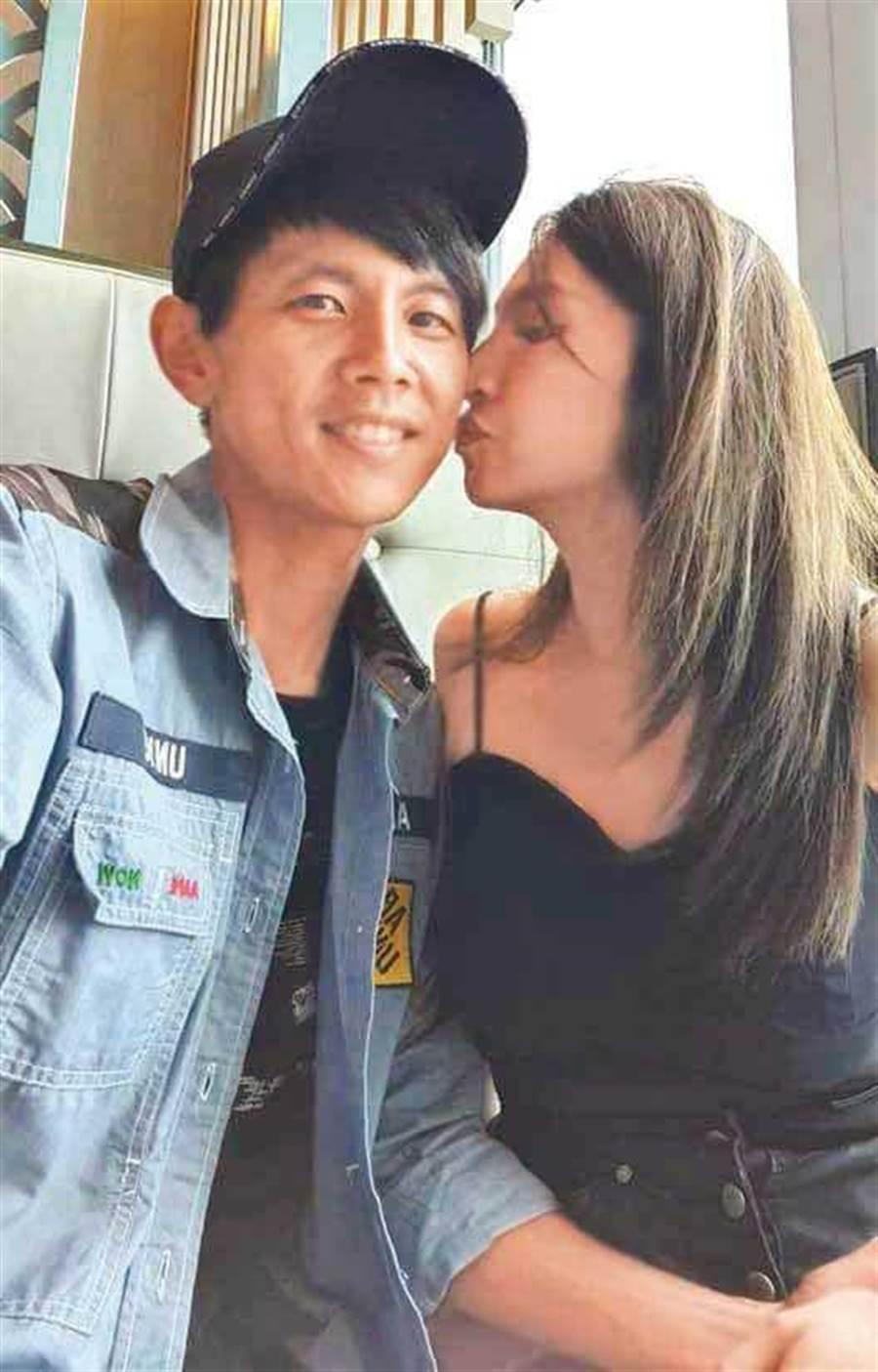 在阿翔的私人臉書上,貼出他與Grace的親吻照,證明兩人關係早已回溫。(圖/翻攝自阿翔臉書)