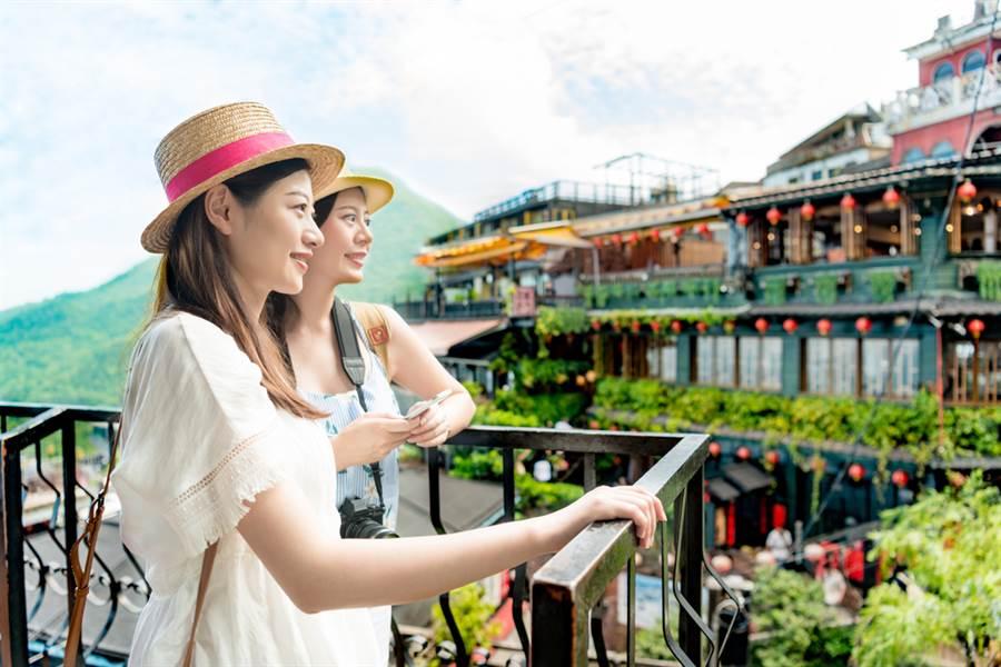 今年沒出國省了不少錢?網狂吐槽「花更多」:國旅很貴。(示意圖/Shutterstock)