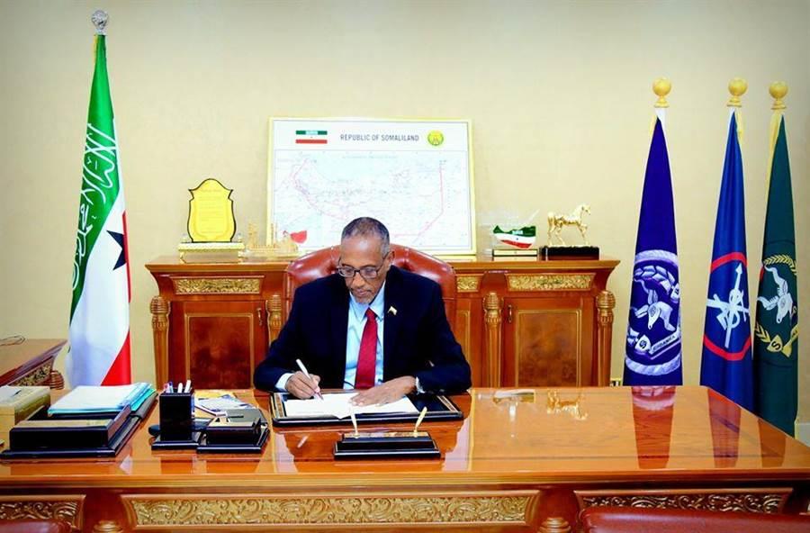 索馬利蘭第5任民選總統繆斯·比希·阿卜迪。(圖/取自Xafiiska Afhayeenka M JSL臉書專頁)