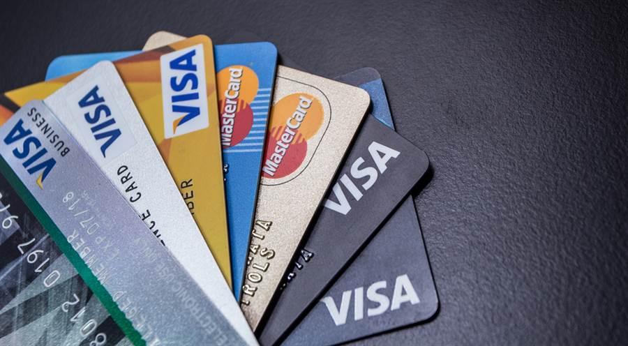 三倍券綁哪張信用卡?這5張卡回饋不限名額 。(示意圖/達志影像)