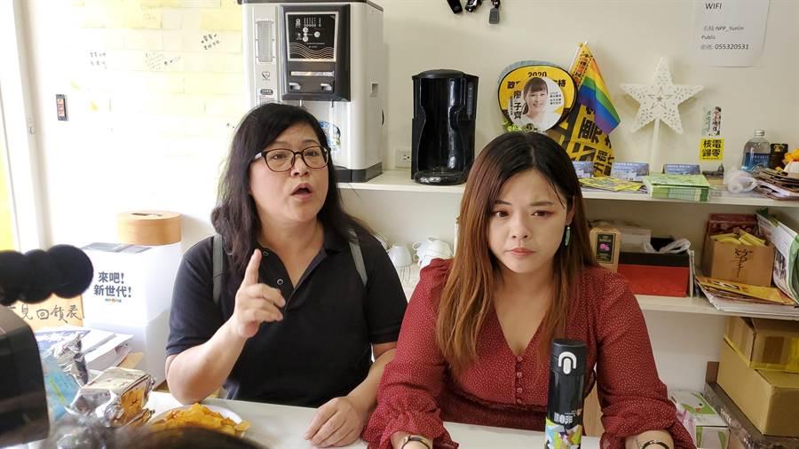 廖郁賢母親蘇妙惠(左)到場聲援女兒。(周麗蘭攝)