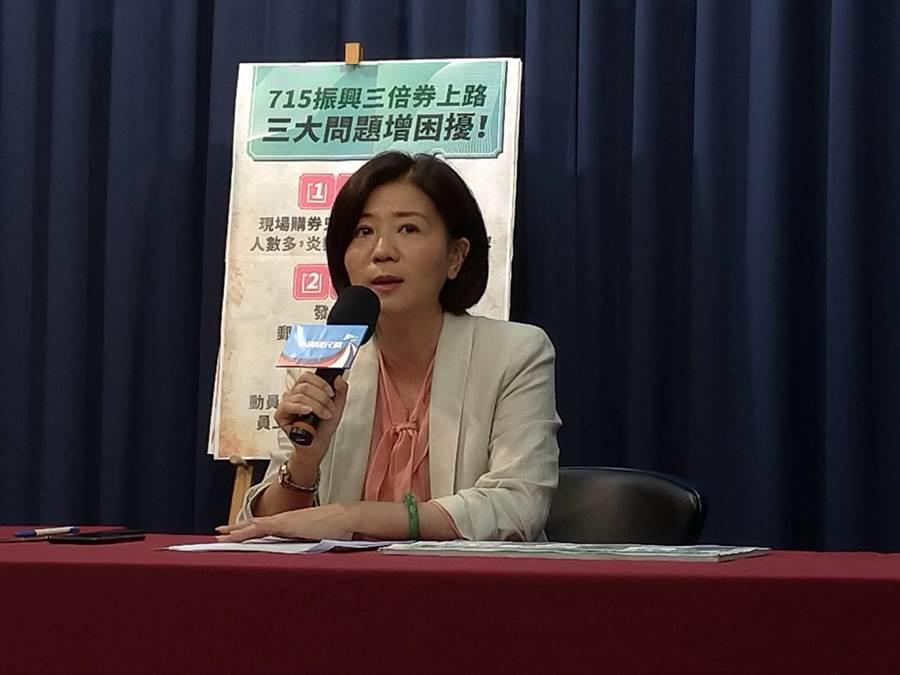 國民黨文傳會主委王育敏上午接受媒體採訪。(黃福其攝)