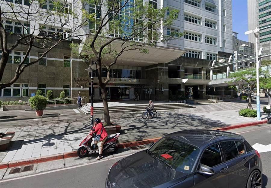 新北市稅捐稽徵處今公布地方稅「欠稅大戶」。(翻攝Google地圖街景畫面/許哲瑗新北傳真)