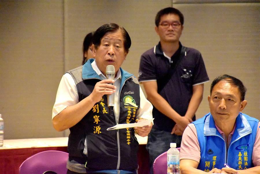 中華民國民宿協會全國聯合會總會長劉寧源等雲嘉南觀光產業代表都陸續提出建言。(呂妍庭攝)