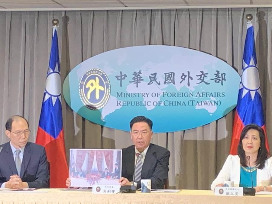 外交部長吳釗燮今天宣布,我國將與非洲國家索馬利蘭(Republic of Somaliland)以「台灣代表處」及「索馬利蘭代表處」的名稱互設官方代表處。(楊孟立攝)