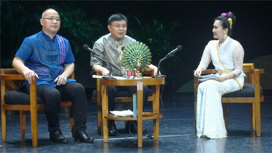 州人民政府副州長張雲洪(中)西雙版納文化旅遊投資開發有限公司負責人劉春畫(左)