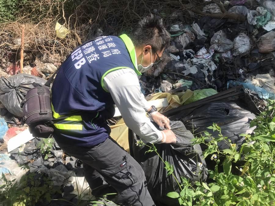 台南市政府環保局最近2年每個月平均接獲將近1800件公害陳情檢舉案。(洪榮志攝)