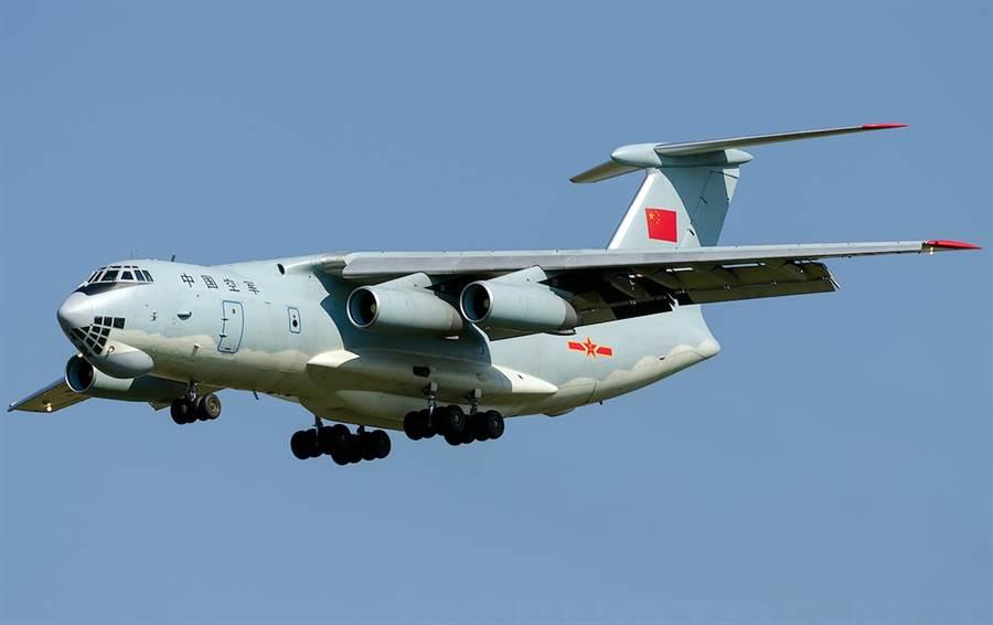 中國大陸的IL-78,機翼末梢有紅色的標記,而巴基斯坦的沒有,這是蠻明顯的差別。(圖/新華網)