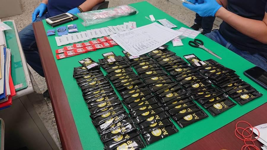 台南市警方查獲135包毒咖啡包,藥頭竟是一名坐輪椅的身障者。(讀者提供/程炳璋台南傳真)