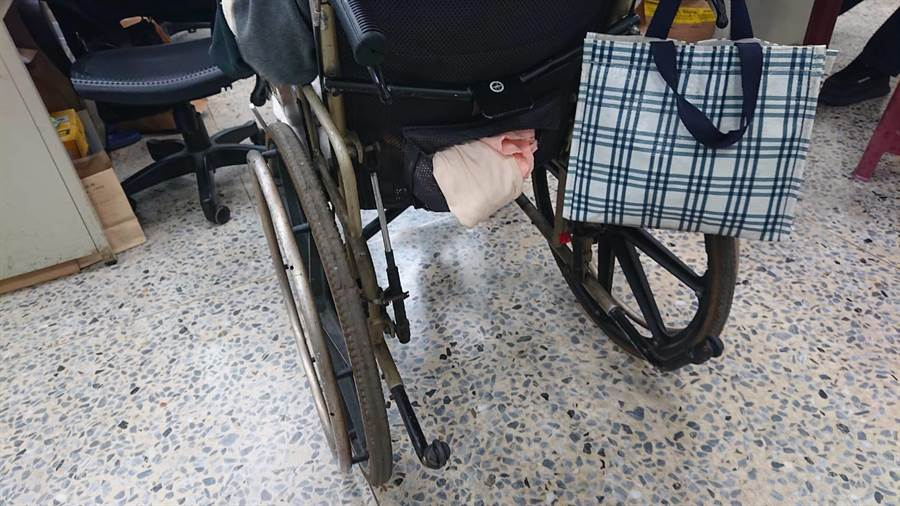 毒品案黃姓主嫌因車禍成為身障者,仍坐輪椅販毒。(讀者提供/程炳璋台南傳真)