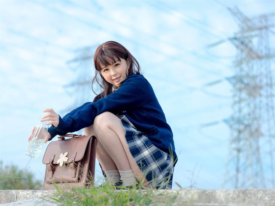 日本清純高中生引熱議 制服一脫反差太驚人(示意圖/達志影像)