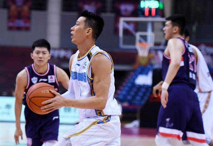 林書豪攻下16分、8籃板、9助攻,率領北京首鋼拿下3連勝。(新華社)