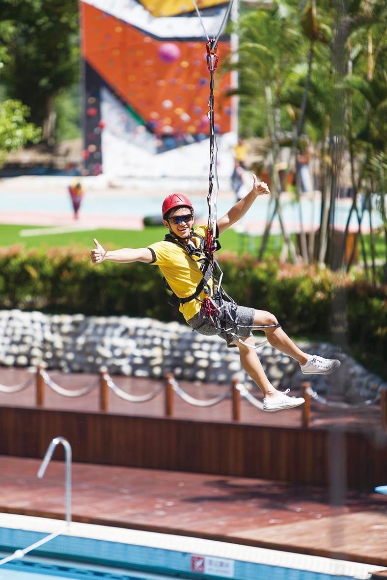 戶外擎空塔包含自由落體、翱翔漫旅、高空漫步、攀岩競技等。圖/周榮發