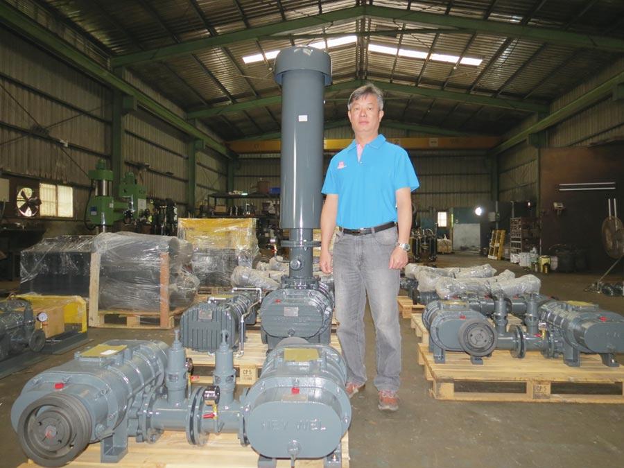 黑偉董事長林明賜專注本業之各式鼓風機研發、改良製造,已累積數十年豐富經驗。圖/傅秉祥