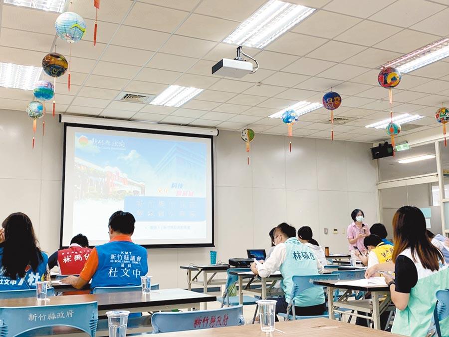 新竹縣政府教育處6月30日邀請縣議員、竹北市民代表,參與「竹北市學區畫分諮詢會議」。(莊旻靜攝)
