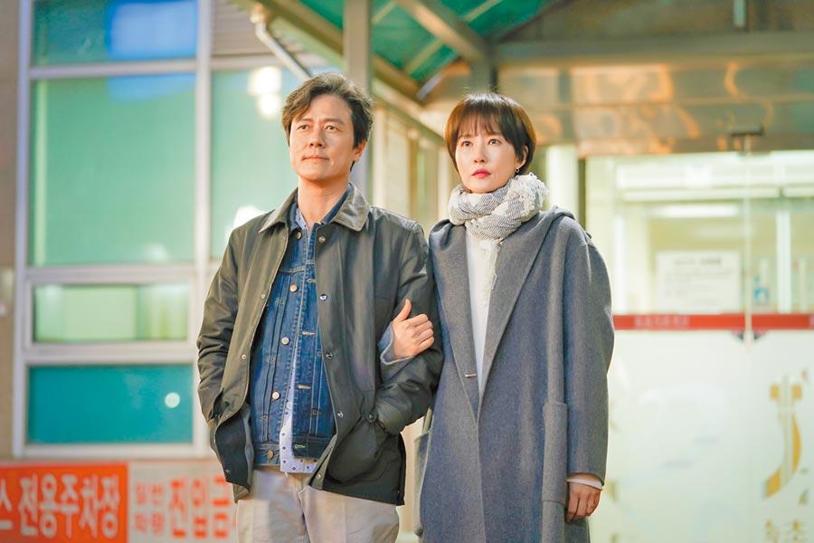 甘宇成(左)、金宣兒的新劇探討孤獨、生命與死亡議題,引觀眾共鳴。(中天娛樂台提供)