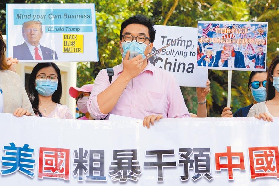 香港市民抗議美國干涉中國內政。(中新社資料照片)