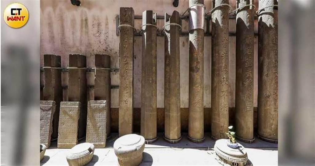 長達260年歷史的新莊武聖廟,廟中保存許多清朝時期的柱、碑、匾及香爐等珍貴文物。(圖/馬景平攝)
