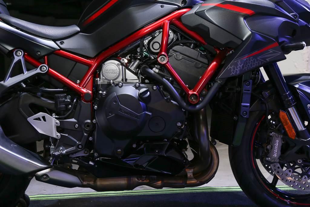 Kawasaki Z H2搭載998 c.c.機械增壓引擎