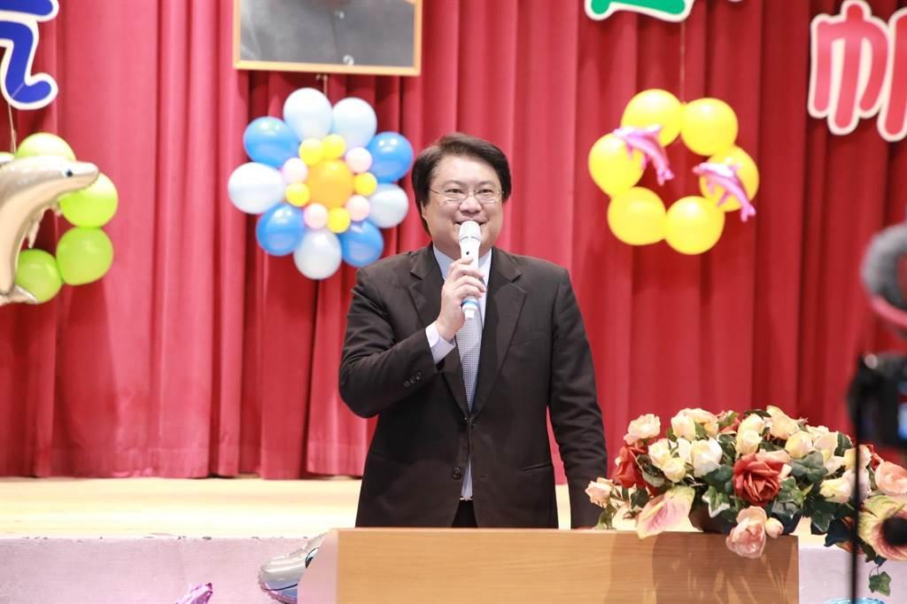 5年來施政有感!林右昌回母校勉畢業生「腳踏實地」。(吳康瑋攝)