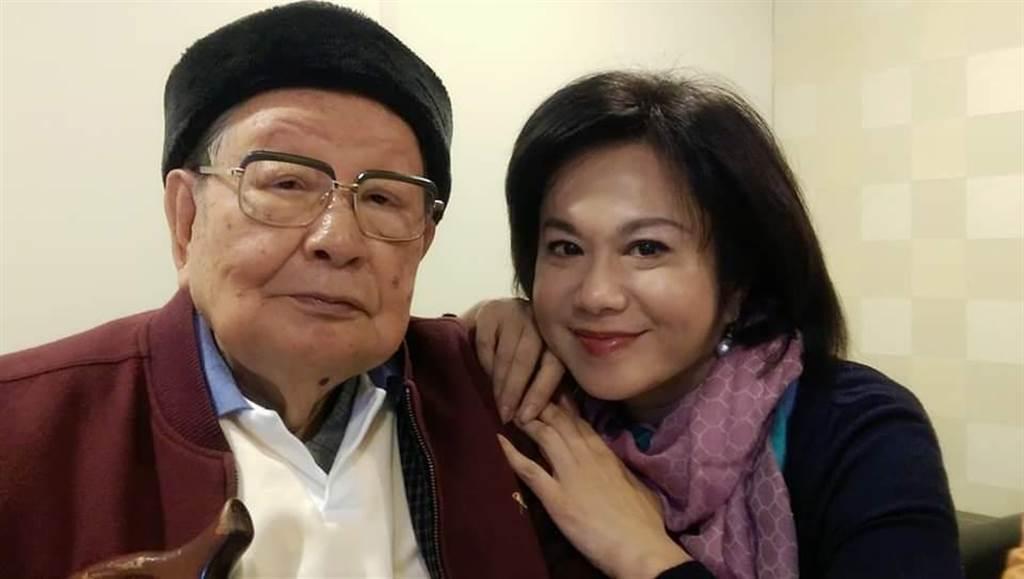 邱創煥與女兒的合影(取自邱佩琳臉書)