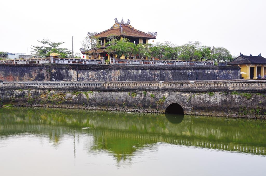 越南文化自古即能與外來文化融合,順化的古城基本上就像是北京的紫禁城等建築。圖為順化古皇城一角。圖/新華社