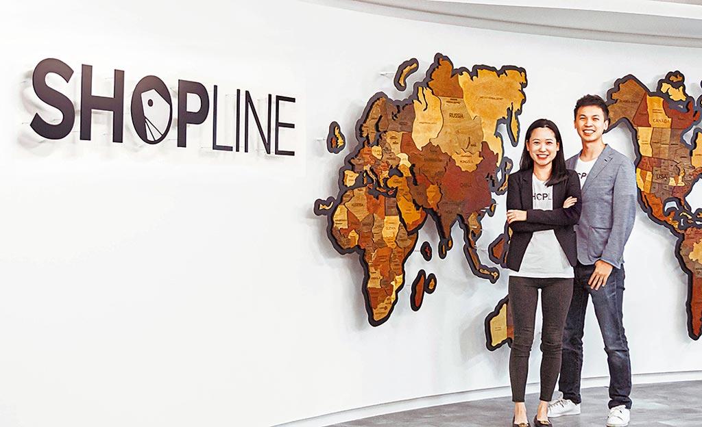 SHOPLINE公開全新落成的800坪辦公室,左起SHOPLINE共同創辦人暨營運長劉煦怡、SHOPLINE台灣總經理陳少勤。圖/SHOPLINE提供
