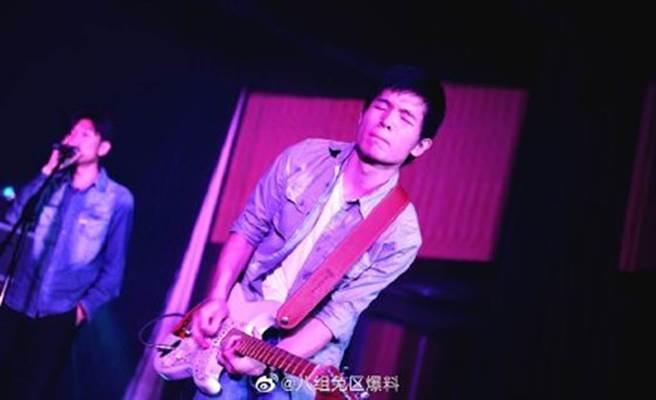 大陸樂團「野外合作社」吉他手劉遙爆出多起醜聞。(圖/微博)
