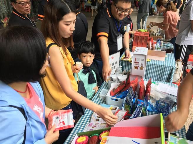 新北果菜公司明天在遠東百貨板橋中山店舉行夏季水果特賣會。(新北果菜公司提供)