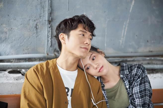 韋禮安(左)和程予希在MV裡有不少親密戲。(The Orchard)